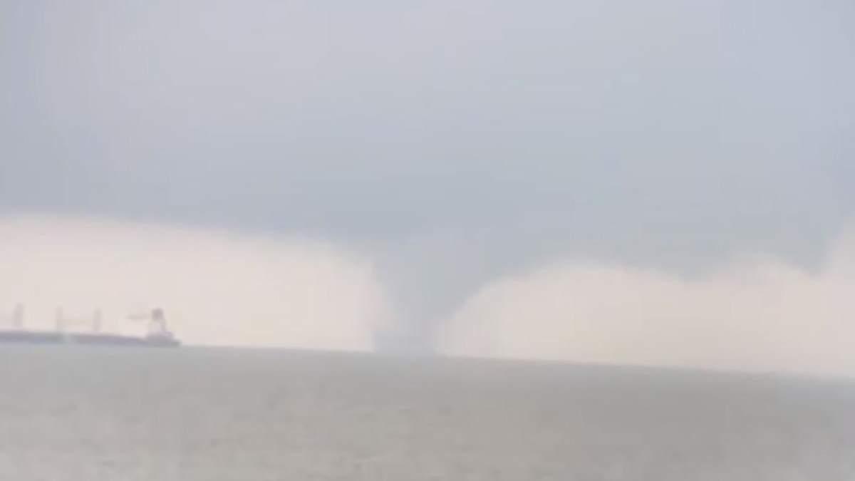 В море в Одесской области пронесся огромный смерч: видео