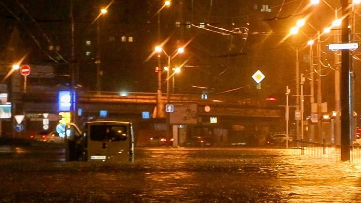 Днепр ушел под воду: город затопила безумная ливень