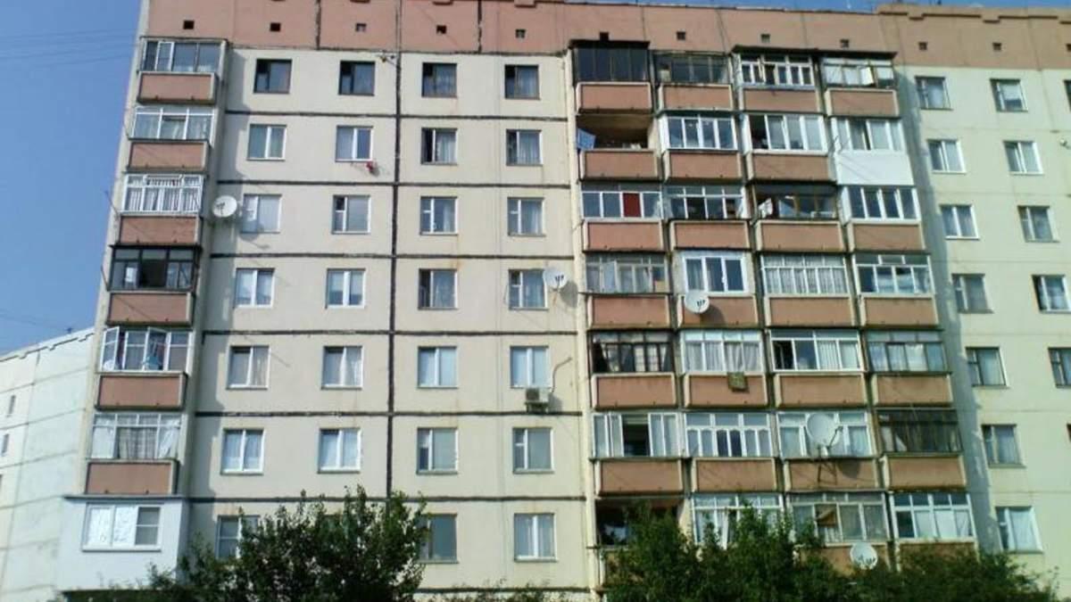 У Львові 17.06.2021 з вікна 5 поверху випав чоловік