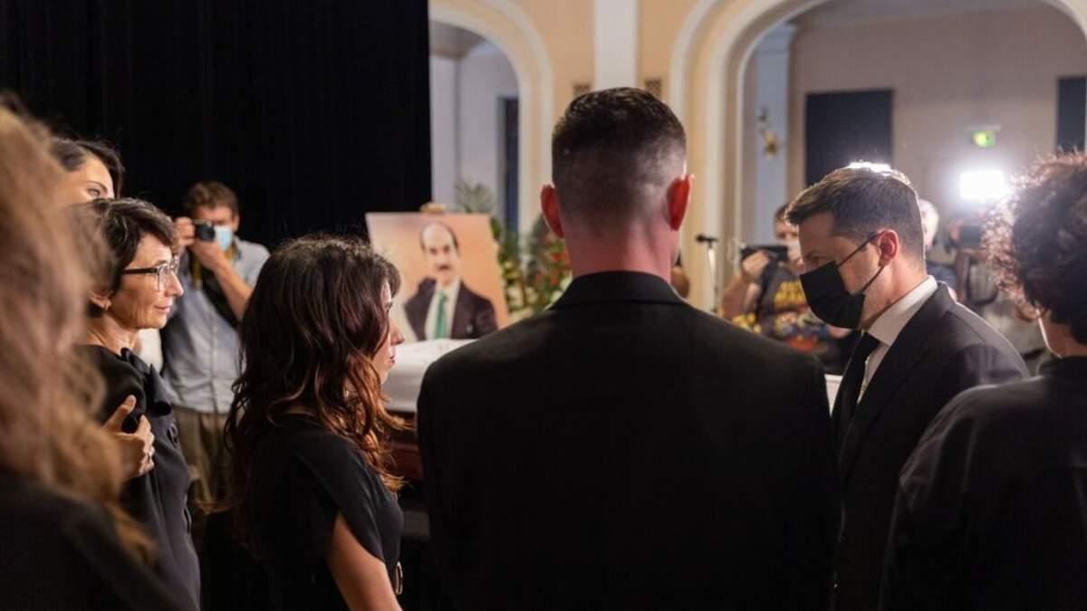 Зеленський приїхав на церемонію прощання з Чапкісом: фото