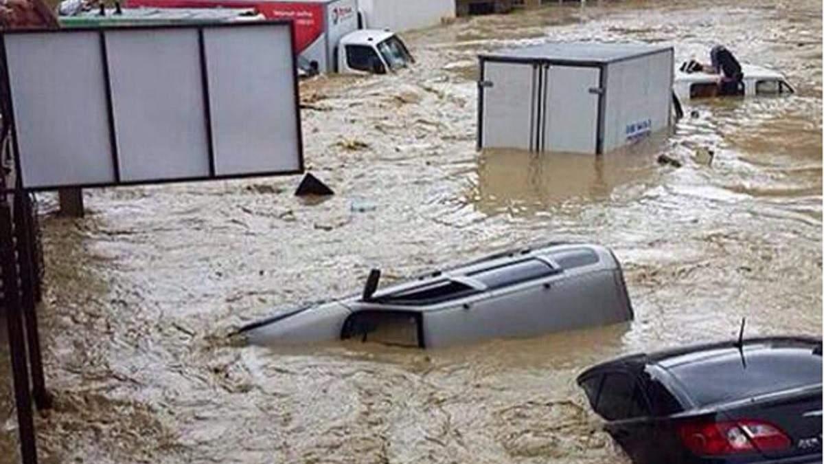 Негода в Ялті 18 червня 2021: вода змиває все на своєму шляху