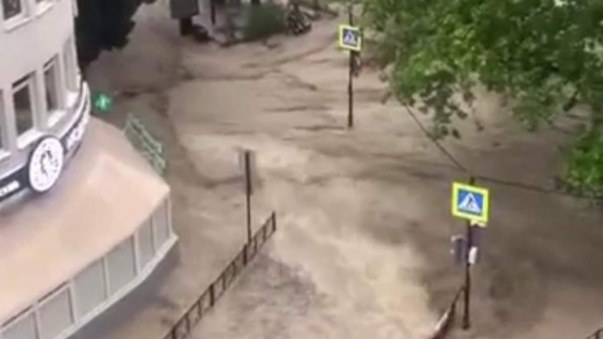 В окупованому Криму є перша жертва негоди: загинув чоловік в Ялті