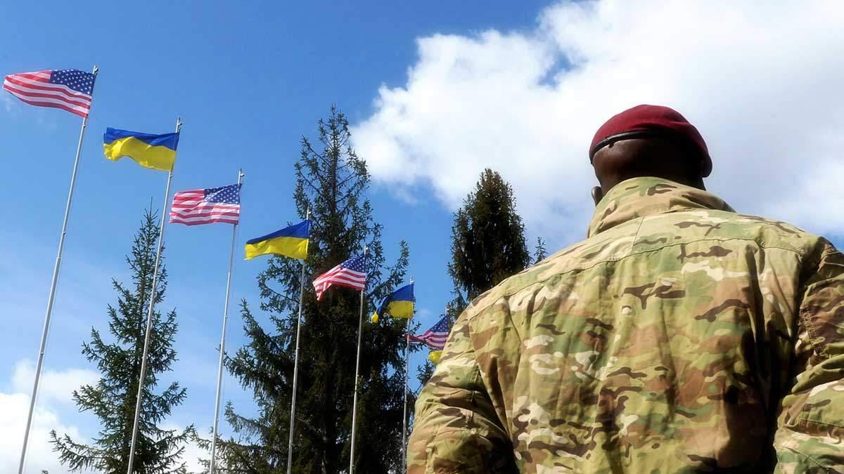 Белый дом опроверг слухи о заморозке военной помощи Украине