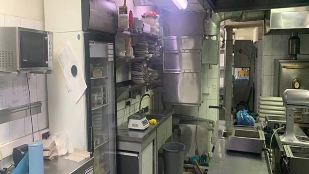 У Харькове отравилось много людей: фото кухни ресторана Якитория