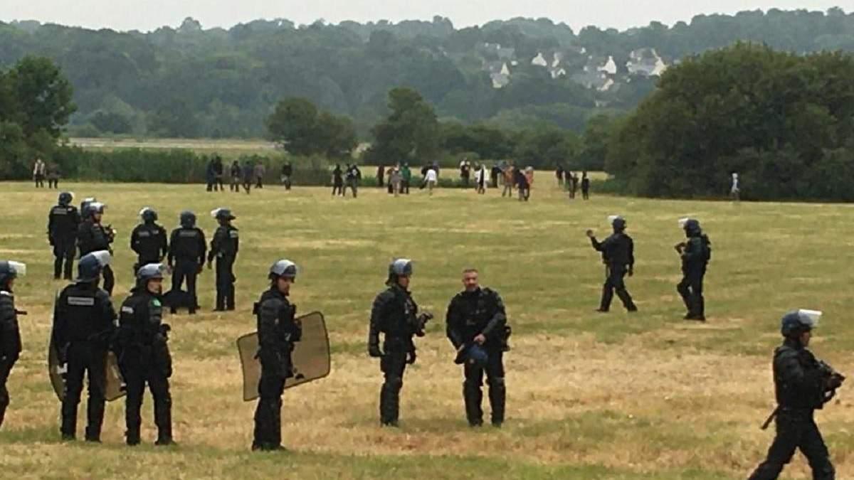 Во Франции полиция разогнала вечеринку: один участник потерял руку