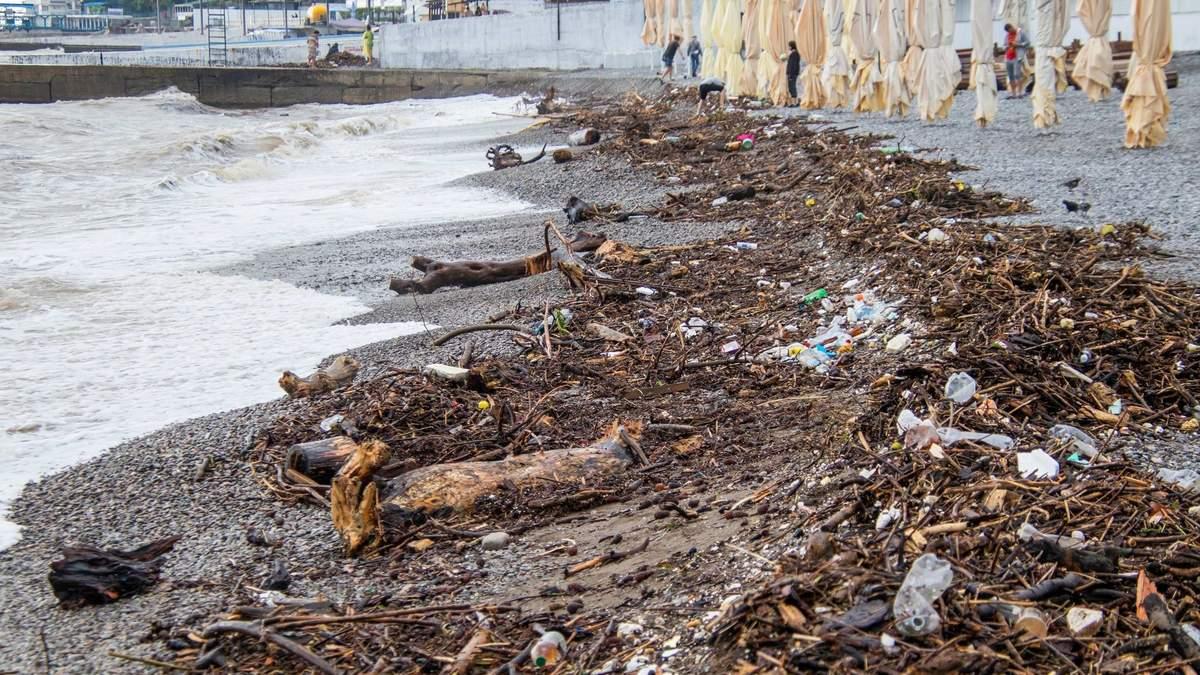 Непогода в Ялте: число пропавших без вести и пострадавших возросло