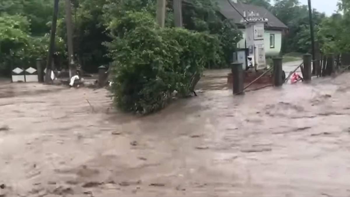 Злива 20 червня 2021 року затопила десятки сіл на Буковині