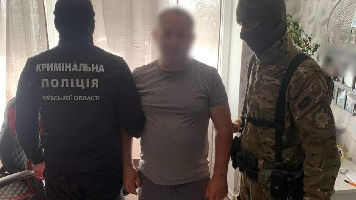 Украли более миллиона гривен наличности: на Киевщине задержали дуэт серийных воров - фото