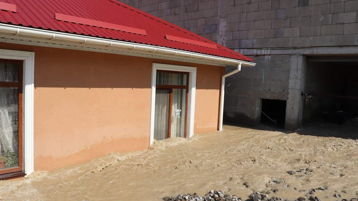 Наводнение в Ялте: почти полсотни пострадавших, есть пропавшая