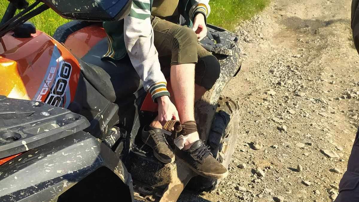 В Карпатах 17-летний львовянин укусила змея: парня госпитализировали - фото