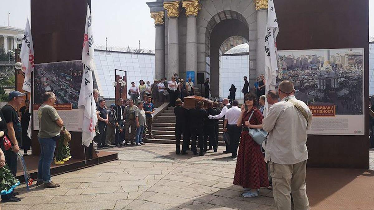 В Киеве попрощались с известным украинским блоггером Горьким Луком