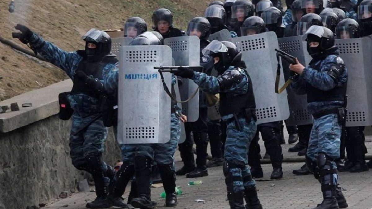 Суд не отстранил полицейского, который задерживал журналистов в 2014