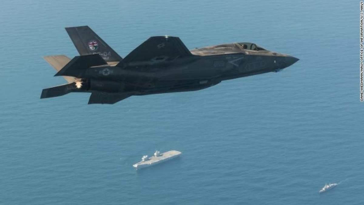 Військові літаки США вилетіли з іноземного авіаносця