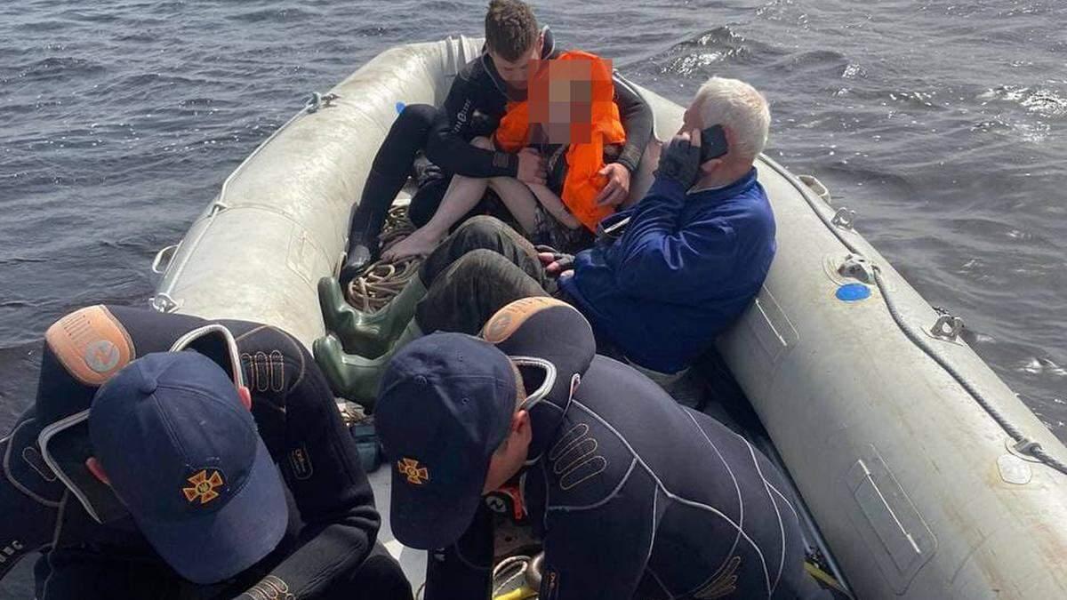 У Київському морі дивом врятували 10-річну дівчинку та її п'яну матір
