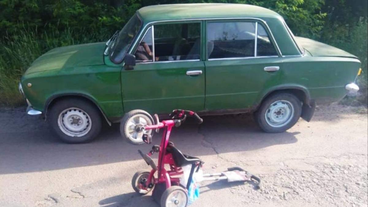 В Хмельницкой области ВАЗ сбил мать с 3-летним ребенком