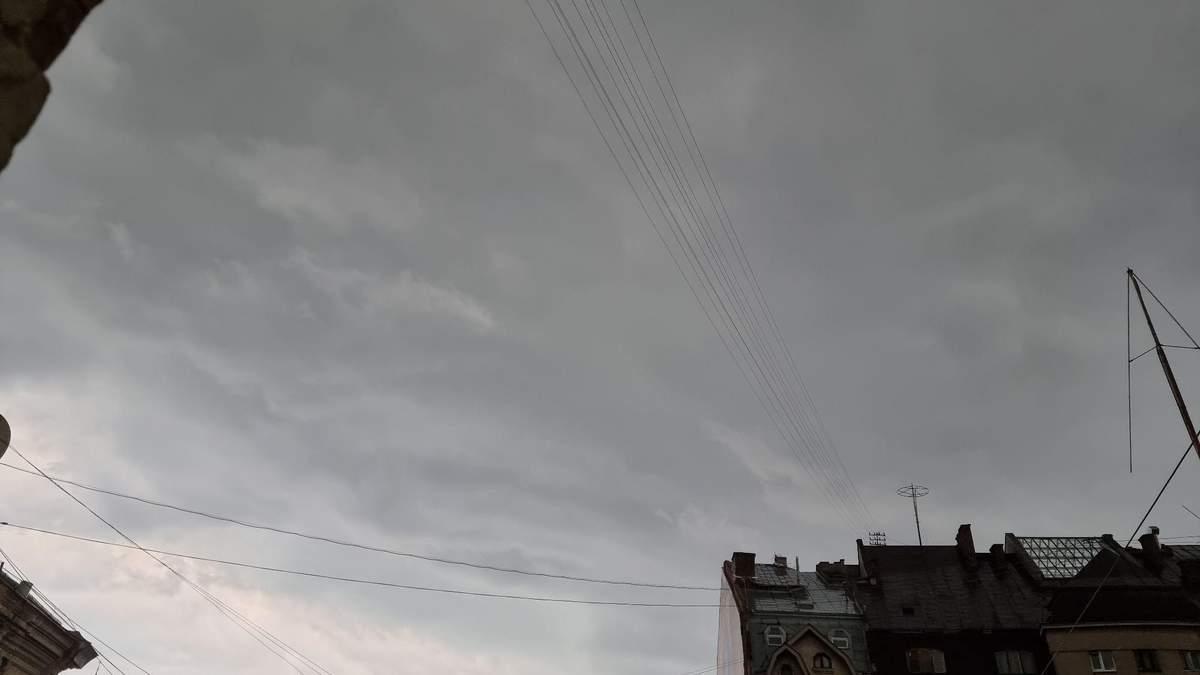 Апокаліпсис за вікном: у Львові 25.06.2021 вирує негода – фото