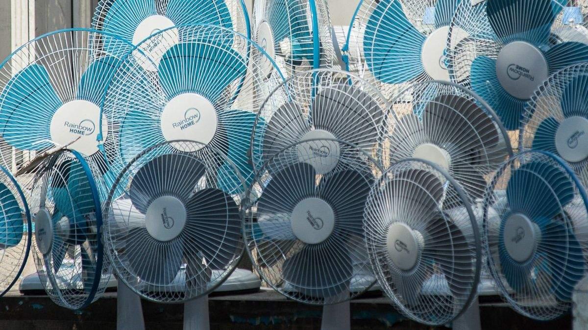 В Москве едва не устроили драку за вентиляторы: эпичное видео