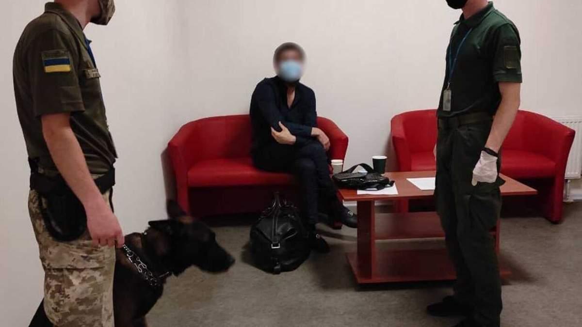 ️У харьковском аэропорту пограничники задержали убийцу из России: фото