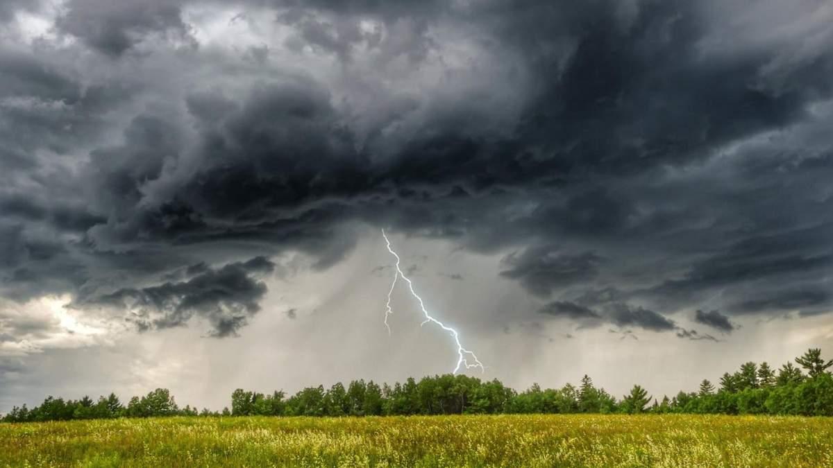 В Україну 29 червня 2021 йдуть страшні грози та шквальний вітер