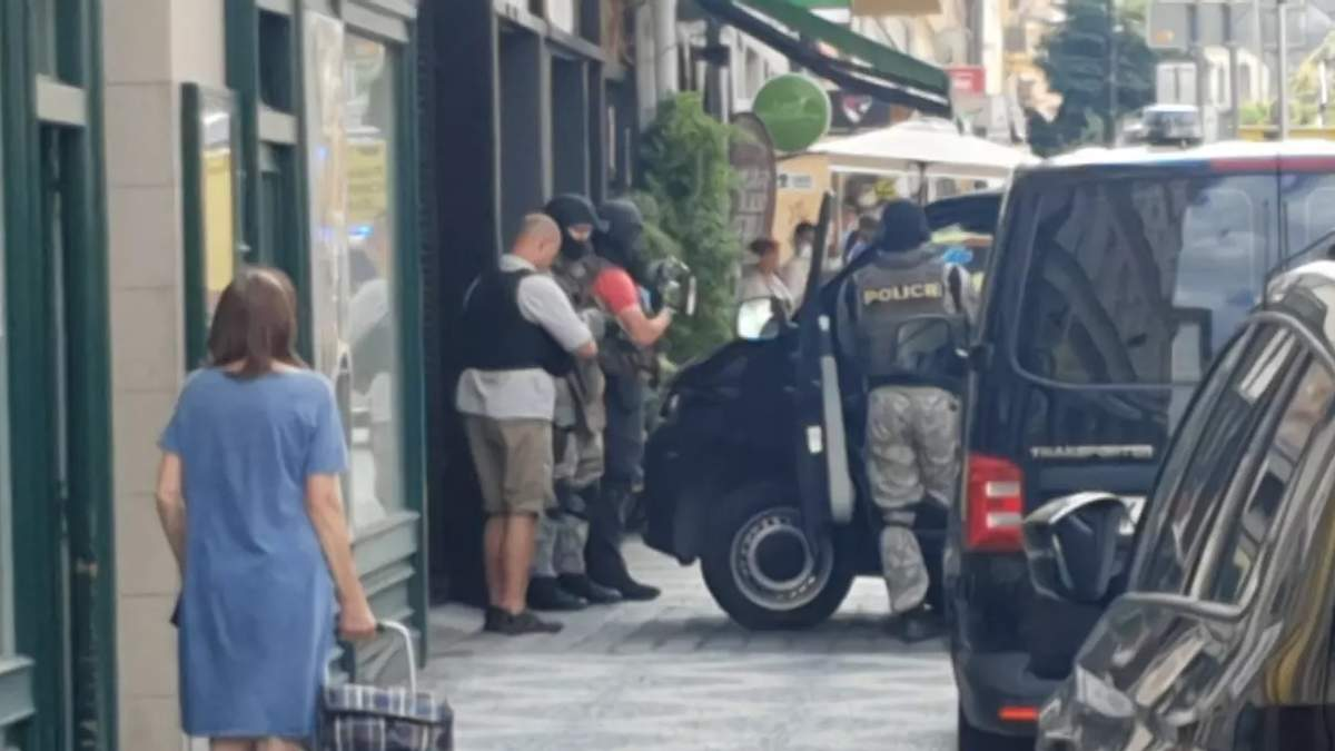 У центрі Праги невідомий відкрив стрілянину: поранено людину