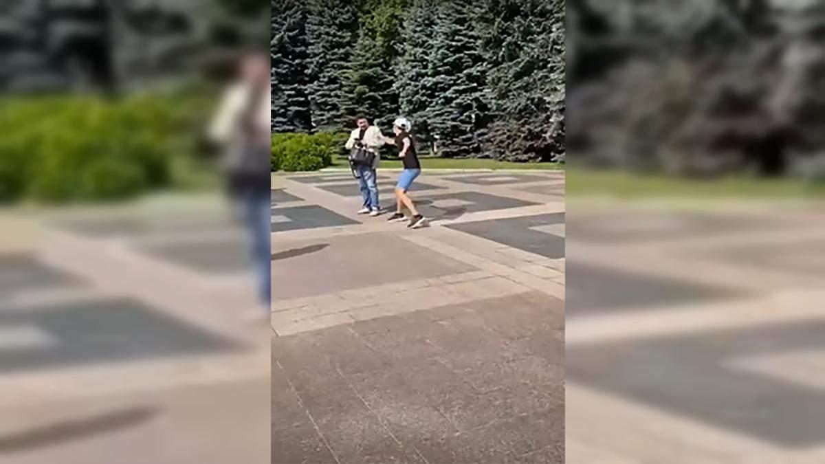 У Харкові облили сечею депутата ОПЗЖ Родзинського: відео