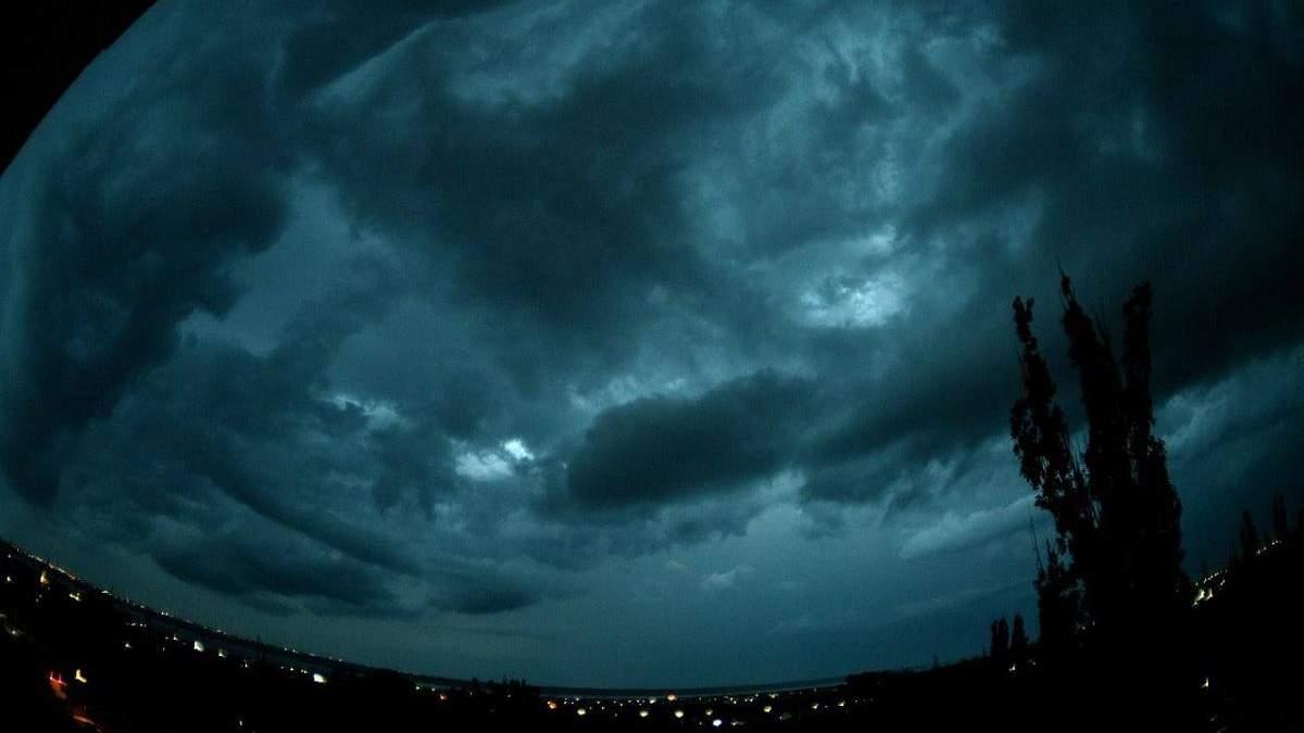 На Одесу насувається темрява й ураган 30 червня 2021: фото, відео