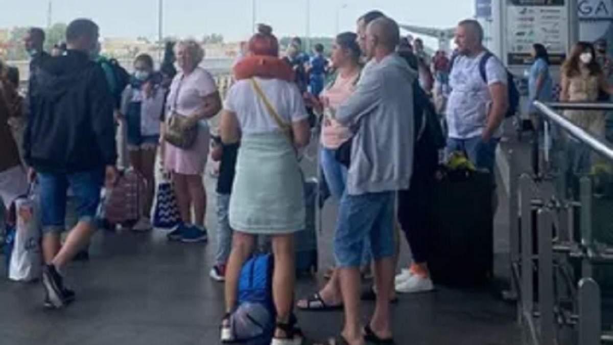 В аэропорту Борисполь 1 июля 2021 задерживаются 5 рейсов в Анталию