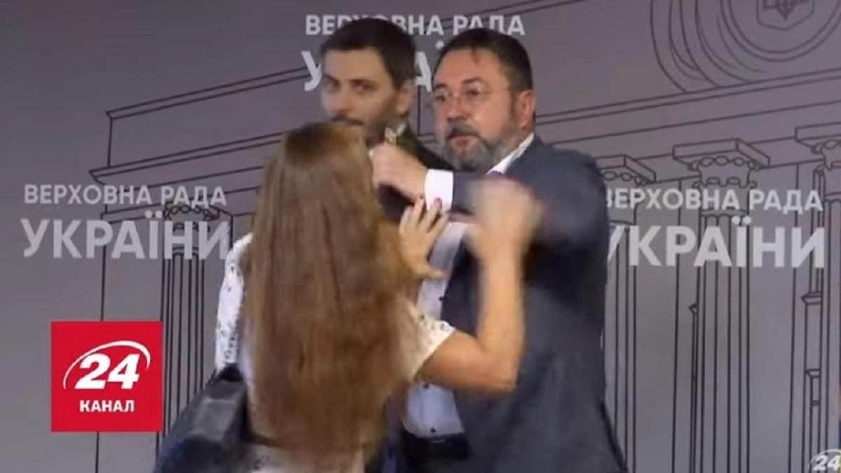 У Раді на Потураєва напала скандальна активістка