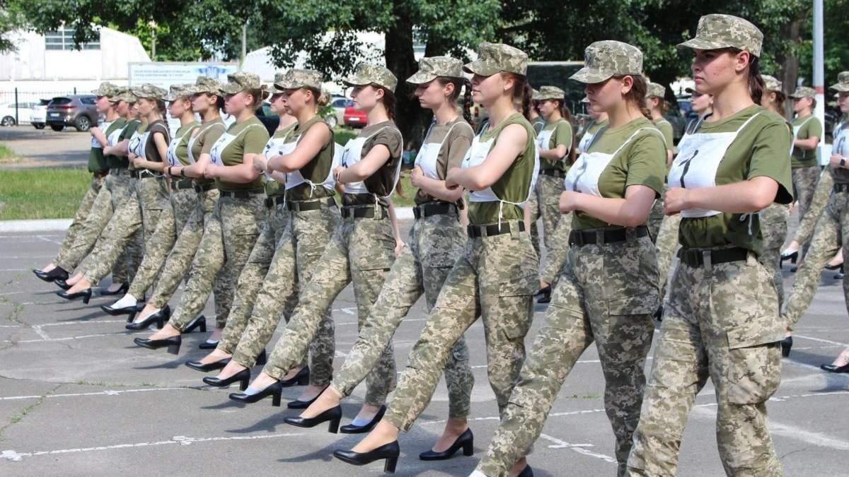 В Минобороны - скандал с каблуками женщин-военных