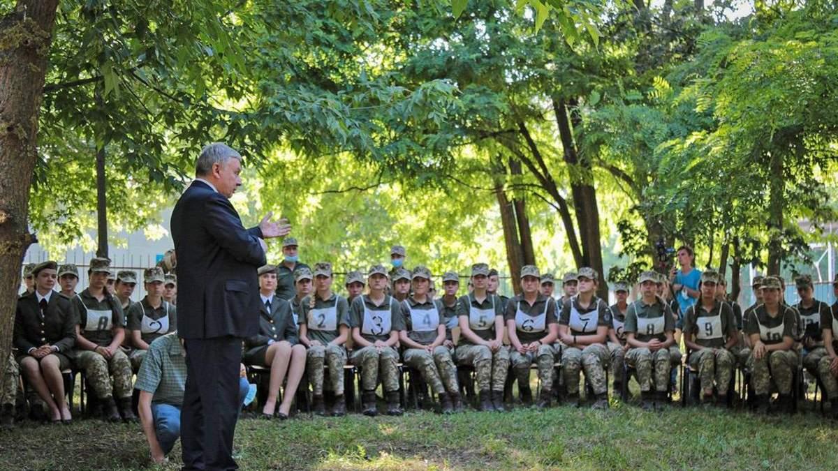 Андрій Таран зустрівся з курсантками Військового інституту
