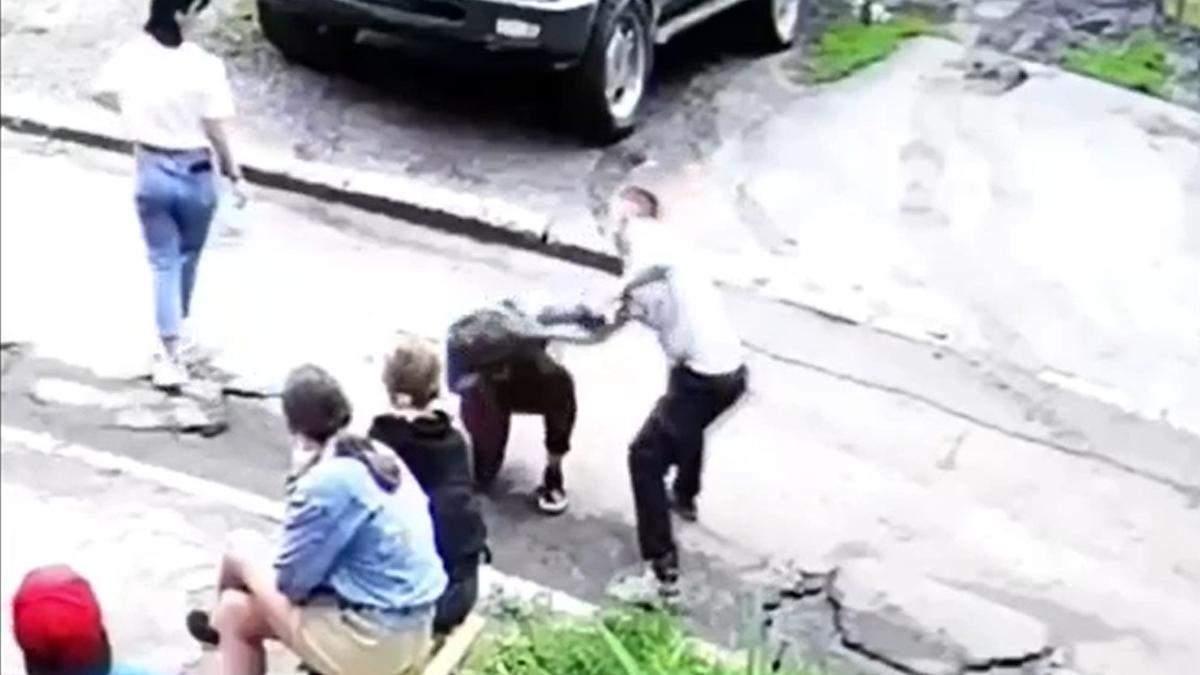 Избиение 14-летней в Харькове: какой штраф может заплатить