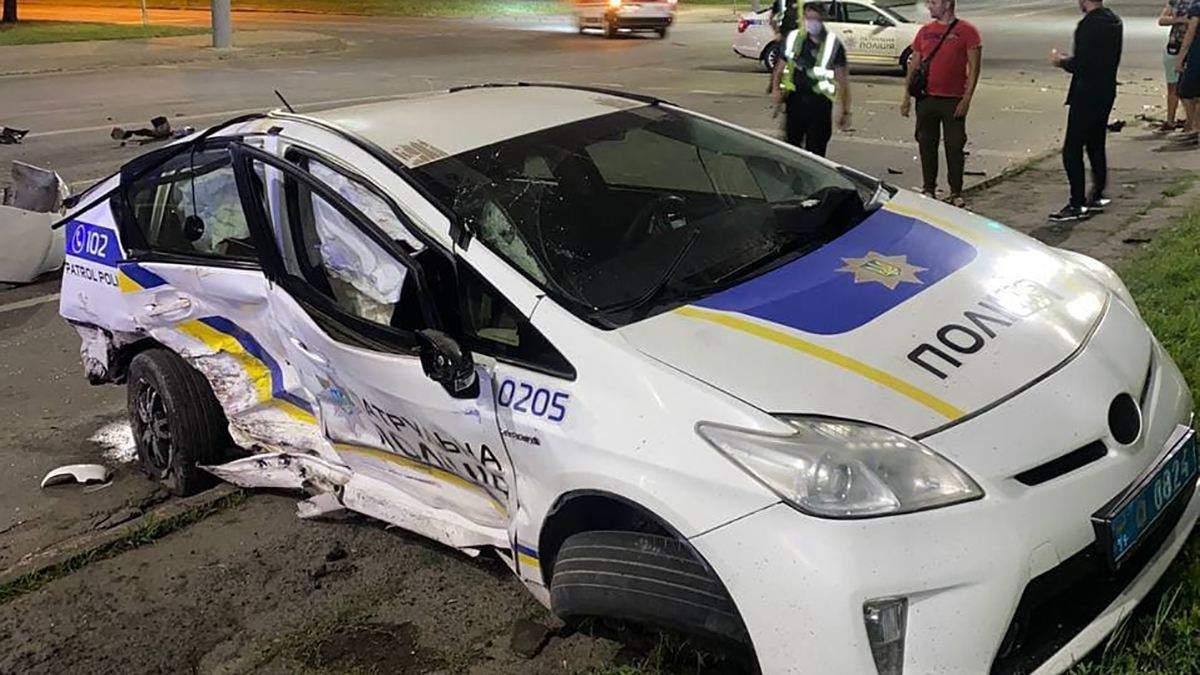 В Кривом Роге патрульные влетели в 2 авто: сколько пострадавших - фото