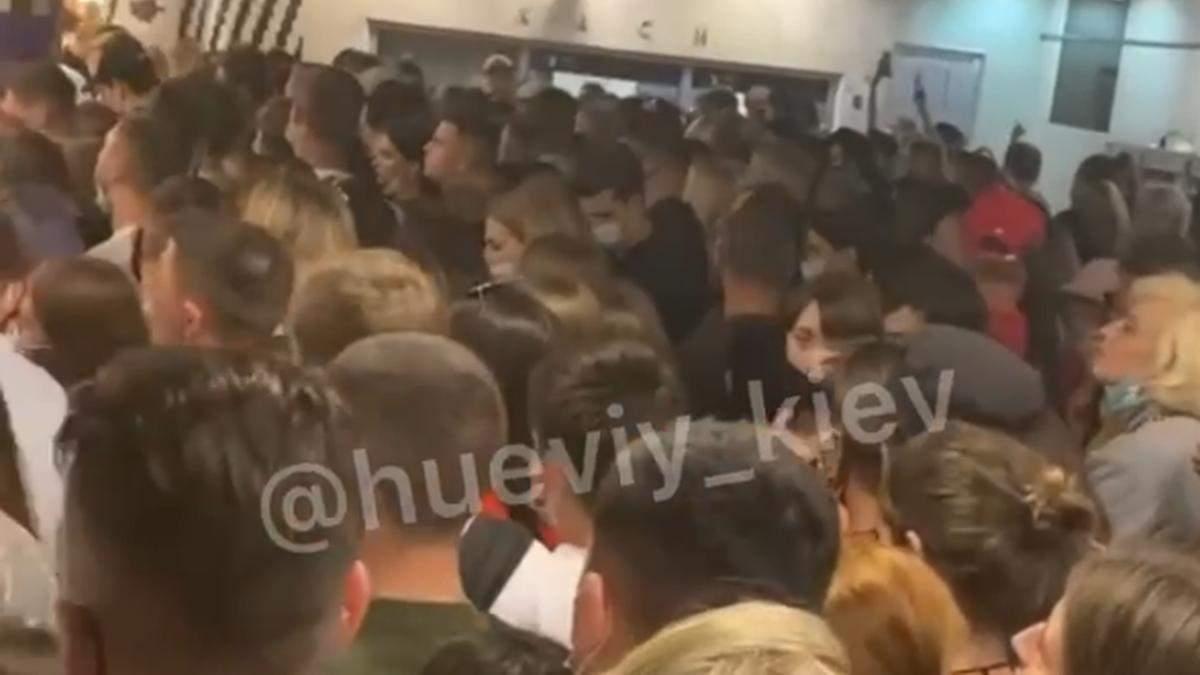 После Atlas Weekend в метро Киева устроили ужасную давку