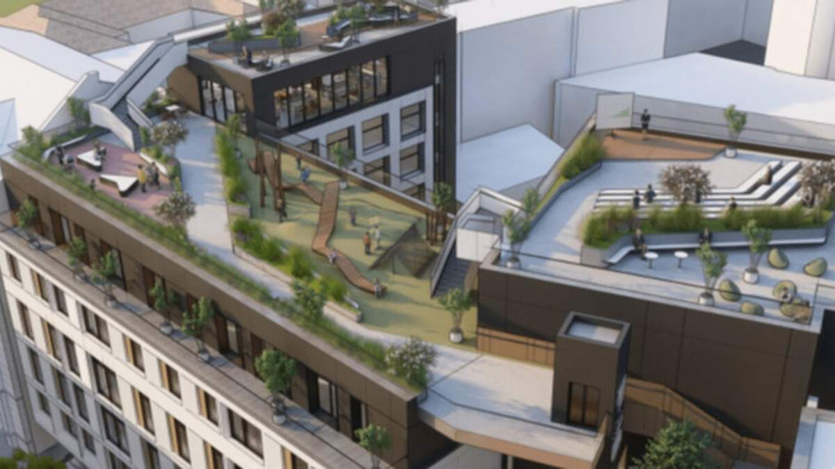 Суд запретил строительство гостиницы вместо стихийной парковки в центре Львова