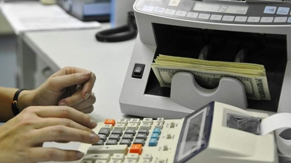 Обманула вкладчиков на миллионы: на Львовщине суд наказал экс руководительницу отделения Укрсиббанка