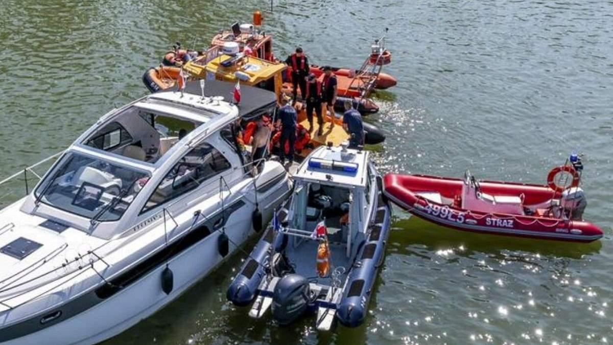 МИД о состоянии украинцев, которые на вертолете упали в озеро в Польше