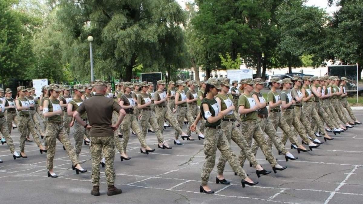Разработали новый образец туфель, - Таран об обуви для женщин-военных