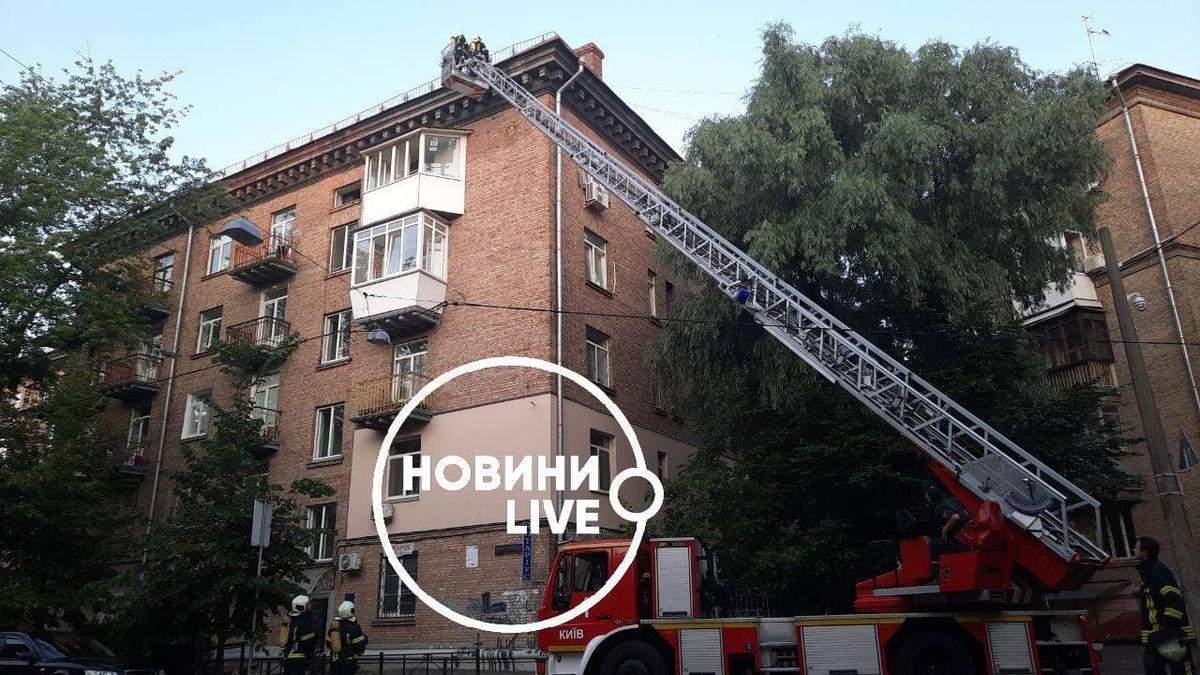 У центрі Києва палав гуртожиток коледжу зв'язку