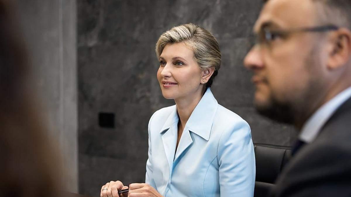 Олена Зеленська показала образ у блакитній сорочці: фото