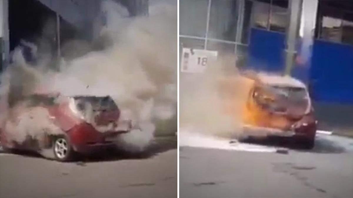 У Хмельницькому під час зарядки загорівся Nissan Leaf: фото, відео