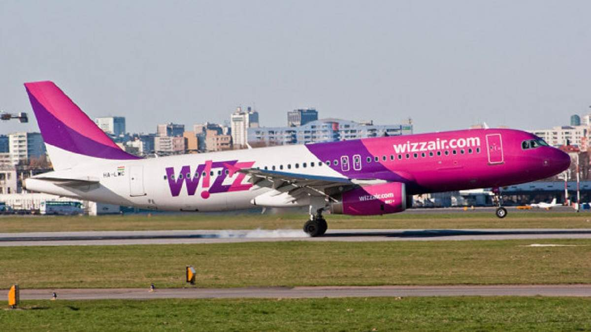 Скандал с Wizz Air: украинцев не пускают на борт самолета в Эстонию