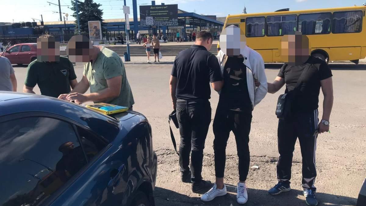 Пытался убить таксиста: львовские полицейские задержали 20-летнего дрогобичанина - фото