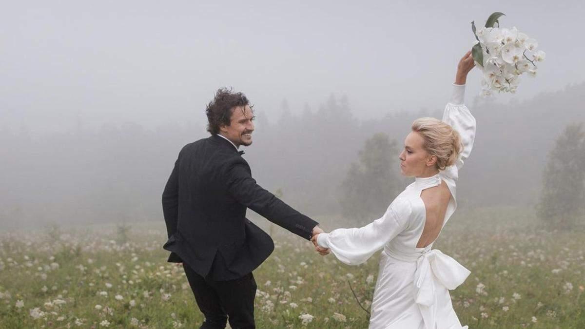 Тарас Цимбалюк показав фото з весілля в Карпатах