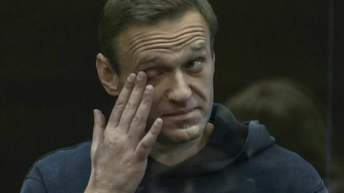Навальный рассказал об обысках в тюрьме с раздеванием догола