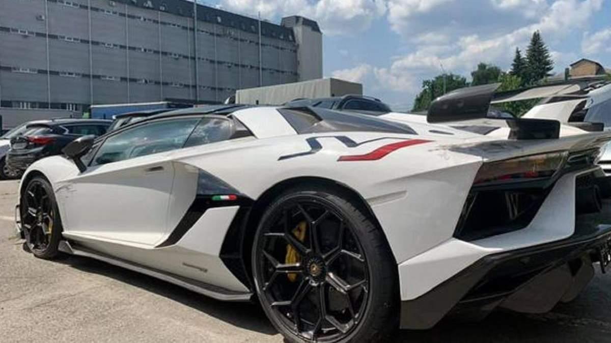 На київській митниці затримали елітного нелегала – Lamborghini