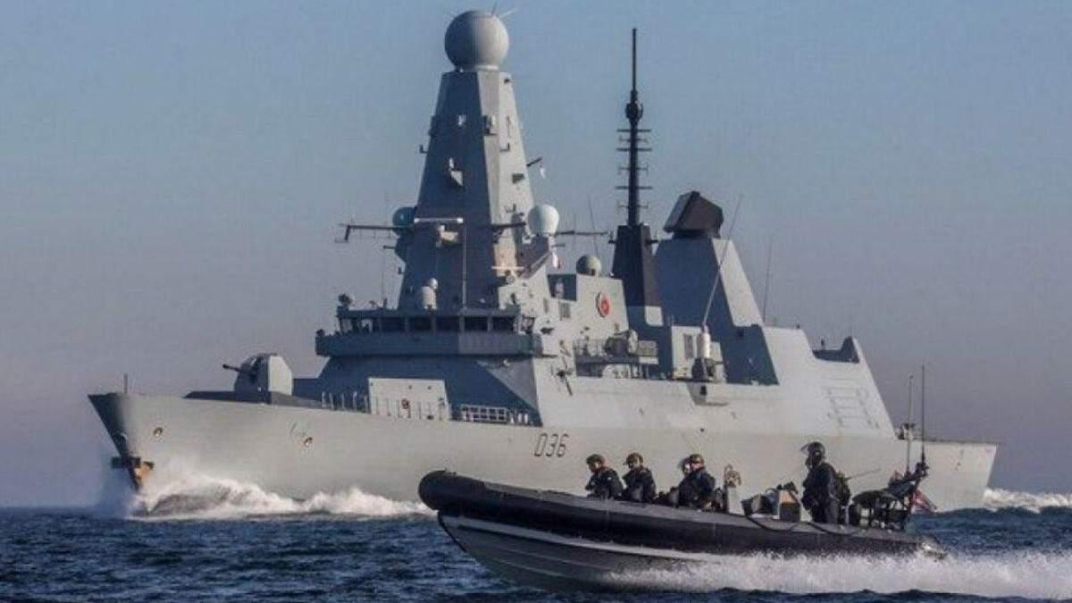 Британский эсминец Дефендер вернулся в Гибралтарский пролив