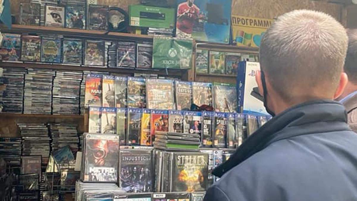 Продавали на рынке секретные данные: в Киеве будут судить братьев