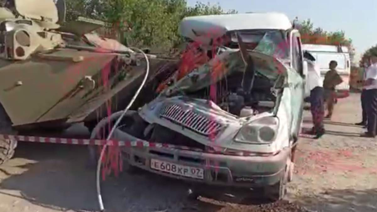 У Росії зіштовхнулися БТР Росгвардії і маршрутка: є жертви