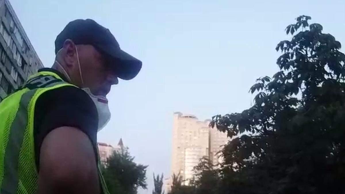 В Киеве патрульные спасли женщину, которая хотела прыгнуть с высоты