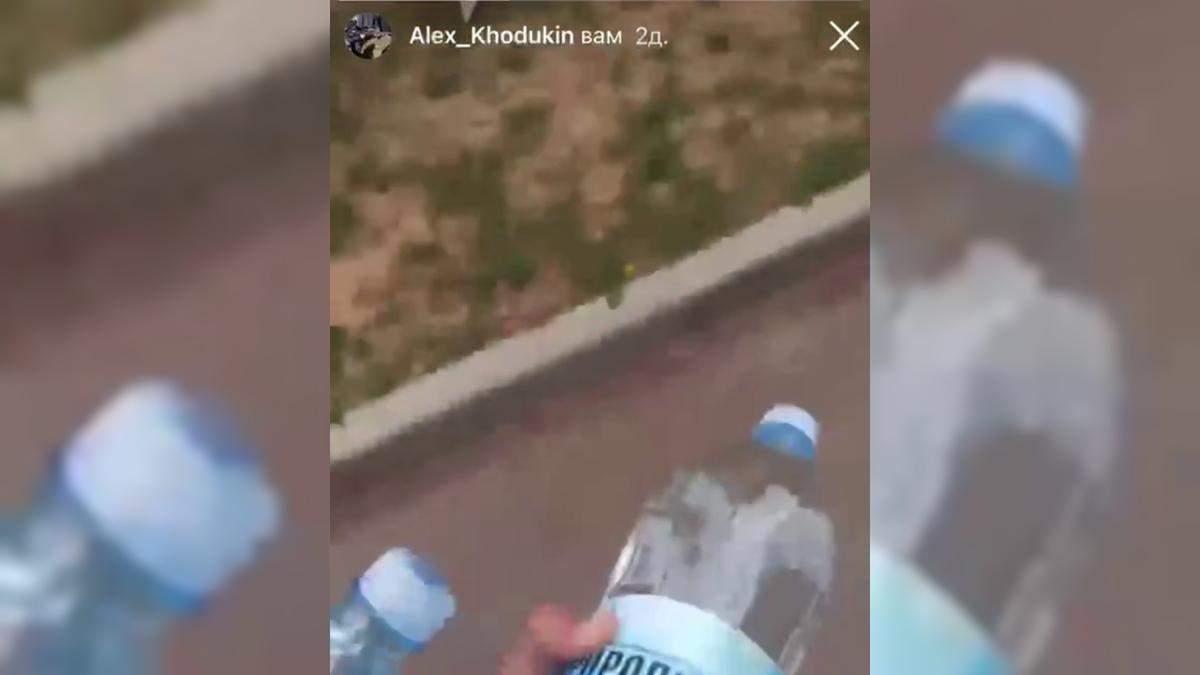 Школяр купив пожежникам воду: чому це зробив – відео